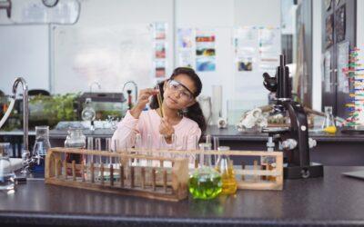 Les Trophées des Sciences, pour développer la curiosité des enfants en toute simplicité !